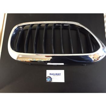 NEW OEM BMW 15-19 5 SERIES G30 G31 LEFT BUMPER GRILL CHROME/BLACK 51712430993 2430993