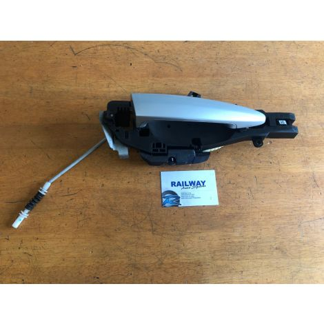 OEM BMW 2016 X4 F26 FRONT RIGHT OUTER DOOR HANDLE & CARRIER 7319349 B409 *401
